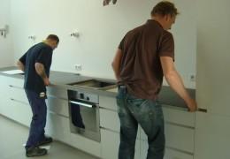 aanbrengen en stellen keukenbladen