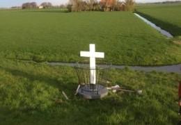Oorlogsmonument Noordeinde gerestaureerd en teruggeplaatst